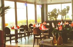 Restaurant le Kubix avec vue panoramique sur le lac